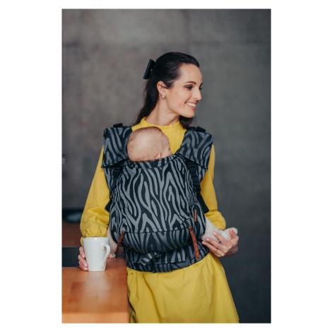 Babytrage Be Lenka 4ever Neo - Zebra - Grau breit mit der Möglichkeit der Überquerung