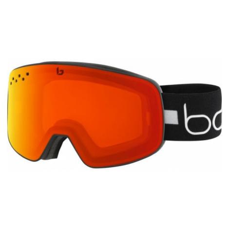 Schwarze ausrüstung für snowboarding