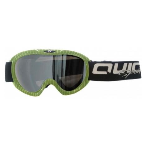 Grüne ausrüstung für snowboarding
